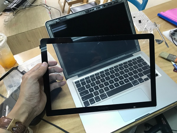 Thay mặt kính macbook tại Đà Nẵng